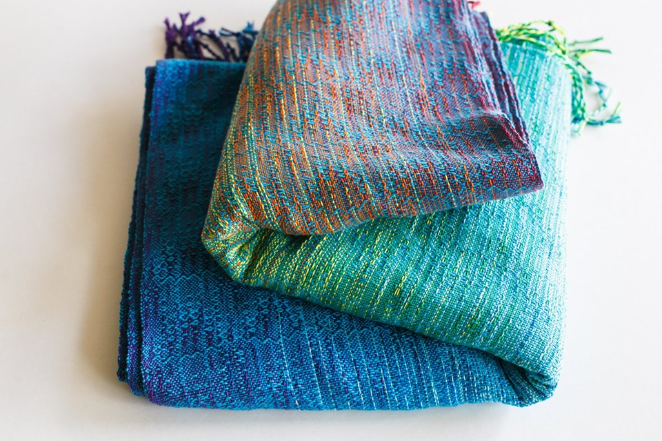 Rainbow cloud crackle weave Juicy Rainbow Wrap  Image