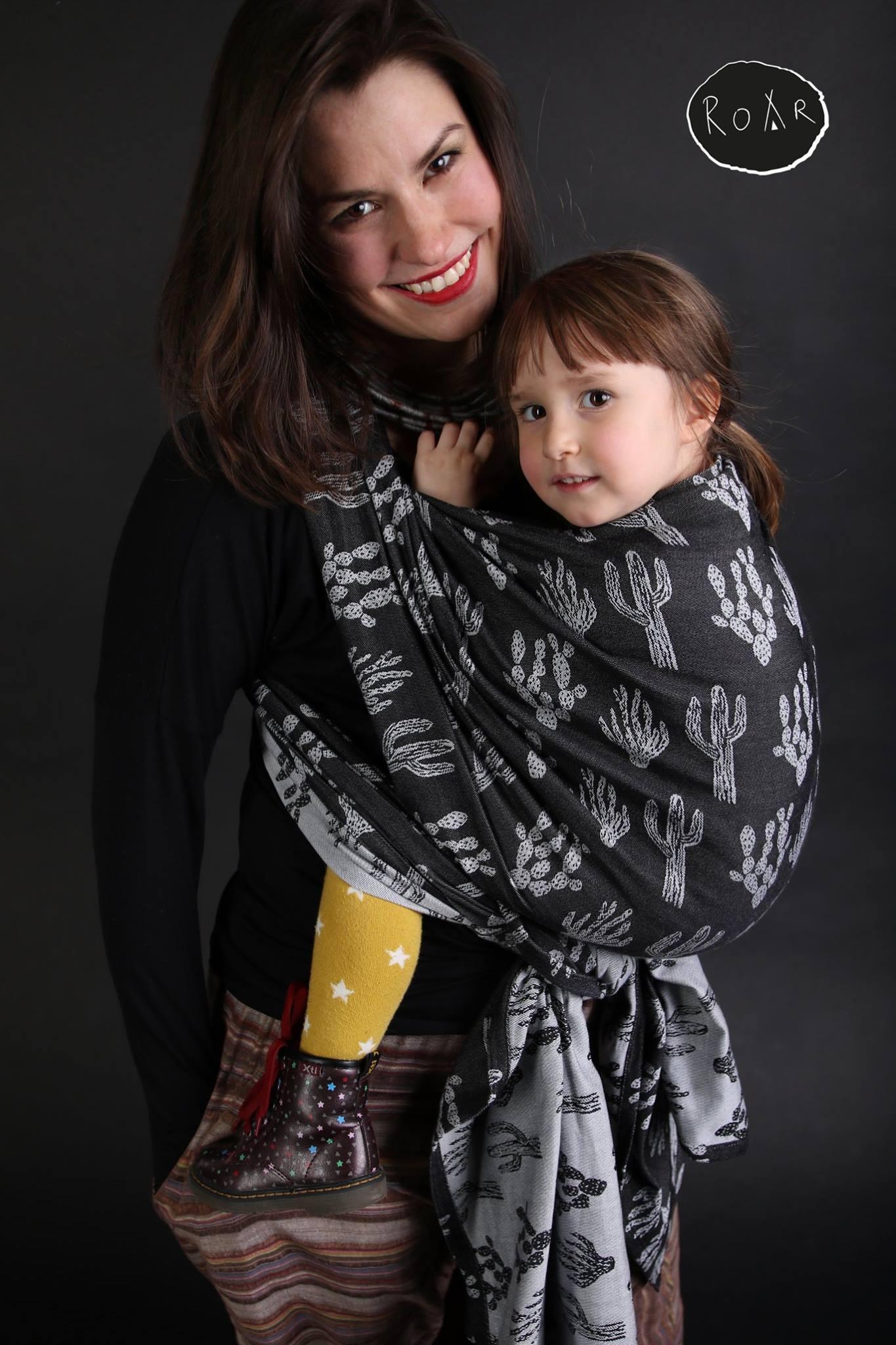 Roar Hug Noir Wrap